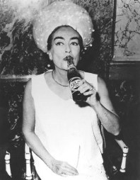 photographer unknown (via http://maryannechristianpaintings.blogspot.nl/2011/11/joan-crawford-illuminati.html)