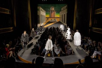 Fendi Couture Fall 2015 (photographed by Kevin Tachman via Vogue.com)