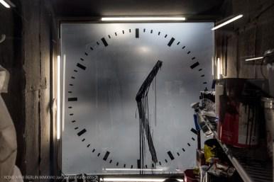 '12 times': Sweeper's clock by Maarten Baas
