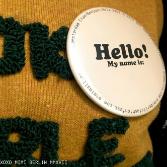 Mimimalist Merchandise: friendly conference badge 'hello'