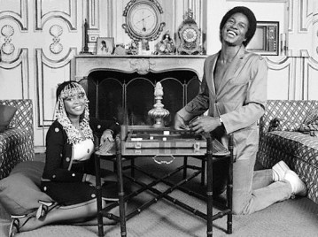 03 Jun 1980, California, USA --- Jermaine and Hazel Jackson Playing Backgammon --- Image by © Neal Preston/CORBIS