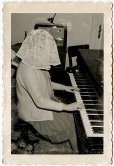 Playing Piano with a Hindrance