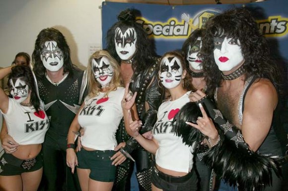 Kiss with fans Kiss: Gene Simmons, Paul Stanley, Peter Criss and Tommy Thayer, make a rare New York appearance for the fans and their Gold Record Presentation for their new CD KISS SYMPHONY - ALIVE 4, at Best Buy 86th street. 7-23-03 John Spellman / Retna Ltd.