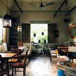 ベトナム・ホーチミンのカフェで、甘く濃厚なベトナムスタイルコーヒーの日々