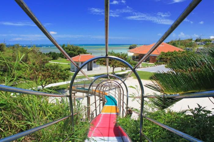 【沖繩親子景點】泊城公園 x 渡具知海灘(map code):沖繩最美的海景溜滑梯,潮間帶夕陽也很美