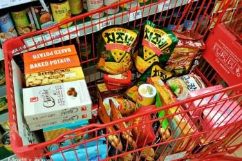 【韓國必買-攻略】2020首爾樂天超市必買戰利品推薦,零食泡麵韓星代言商品