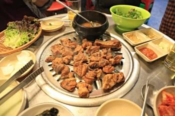 【弘大美食-韓式烤肉】老房子炭火燒肉(옛날집):經濟實惠,阿珠瑪很親切