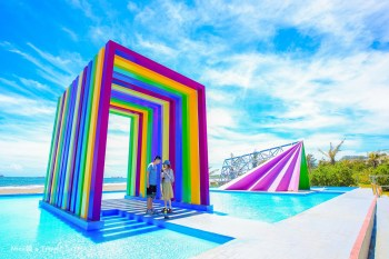 【高雄旗津景點】超美彩虹教堂:旗津貝殼博物館旁的婚攝基地,海天一色繽紛亮眼。