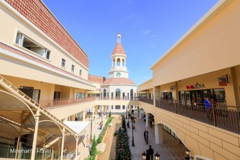 【台中景點】麗寶Outlet Mall二期:超美義大利風!必拍鐘樓星巴克、可愛爆表木育森林