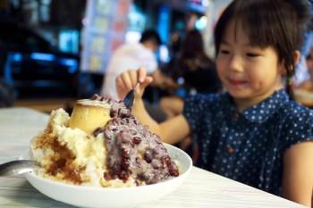 【台南美食】甜點.龍興冰品店:剉冰、水果冰、八寶冰通通有,料多味美好好吃~