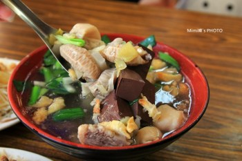 【台南.小吃】蔡家阿珍豬血湯:藏在南區市場中的傳統美味,炒米粉、豬血湯俗擱大碗擱賀架~