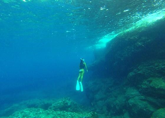 海の中の青い洞窟