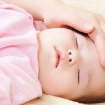 【赤ちゃんの熱が下がらない…泣】冷やす方がいい!?熱が続く時の対処法