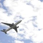 子供と飛行機に乗る時の対策!耳抜きの仕方とおすすめおもちゃ5つ