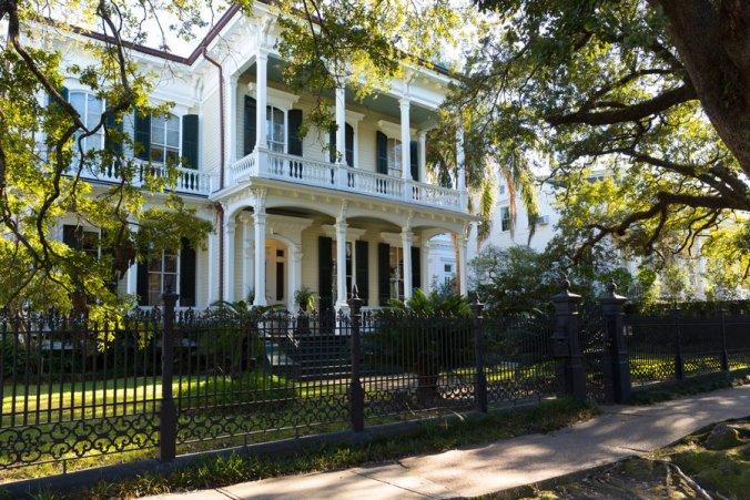 new-orleans-culture_garden-district_2000x1333