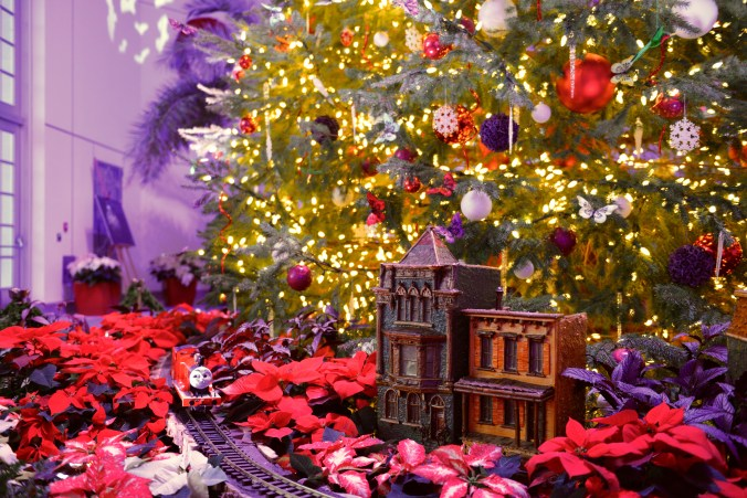USBG holiday show - Holiday tree train detail