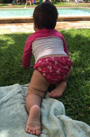 La baby con el Pañal bañador BambinoMio