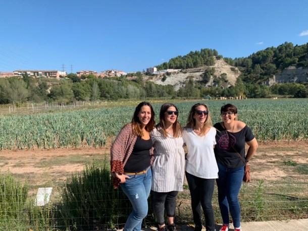 Visitando uno de los huertos que forman parte del proyecto la Pedrera