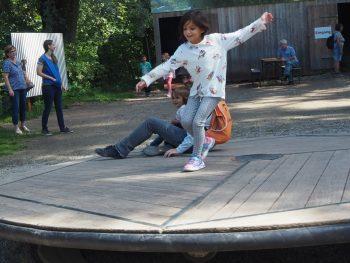 Experimentando en familia con el movimiento y equilibrio