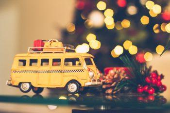 ccoche juguete con árbol de navidad - foto CC0 Pixabay