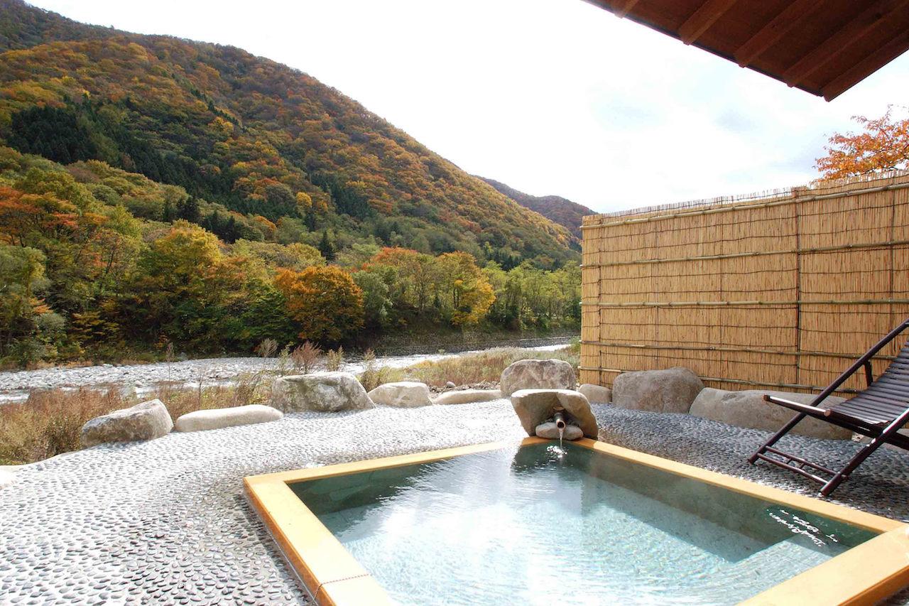 湯の宿上越館の露天風呂