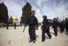 ISRAEL KEMBALI TANGKAP WANITA PALESTINA DI MASJID AL-AQSHA
