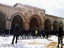 POLISI ISRAEL LARANG LIMA WARGA PALESTINA MASUKI AL-AQSHA 90 HARI