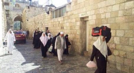 SEKITAR 300 WARGA GAZA SHALAT JUMAT DI MASJID AL-AQSHA