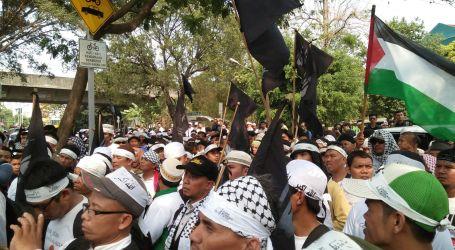 SEKITAR DUA RIBU MUSLIM PAWAI MENUJU KEDUBES PALESTINA DI JAKARTA