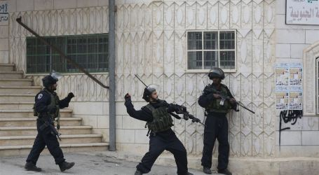 MILITER ISRAEL SERBU BADAN AMAL ISLAM HEBRON