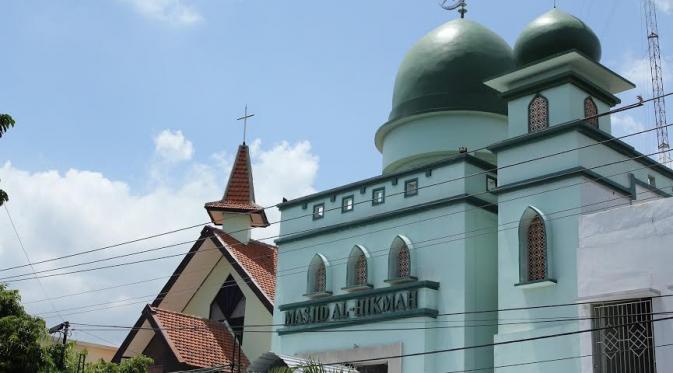 Masjid Dan Gereja Berdampingan Di Solo Jawa Tengah Mina News
