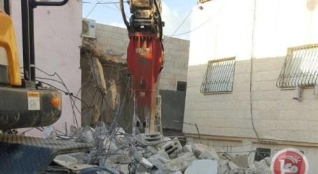 Pengadilan Israel Paksa Sebuah Keluarga Bongkar Rumahnya Sendiri di Al-Quds
