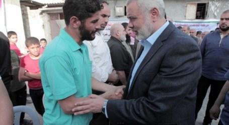 Para Petinggi Hamas Kunjungi Rumah Duka Tiga Bocah Korban Kebakaran