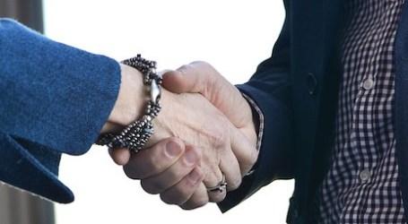 Memilih Dipecat, Pria Muslim Swedia Menolak Berjabat Tangan Dengan Wanita