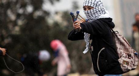 Warga Palestina Serang Bus Israel di Tepi Barat