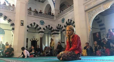 Warga Jerman Kunjungi Masjid untuk Mempelajari Islam