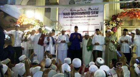 Ribuan Umat Islam Shalat Subuh Berjamaah dan Ikuti Acara Maulid Nabi Saw