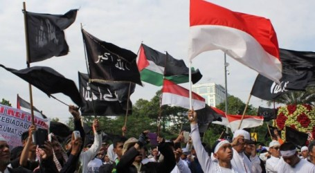 AWG Semarang Demo Tolak Trump