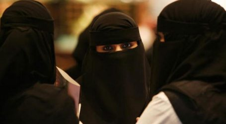 Polisi Saudi Interogasi Wanita Pakai Rok Mini di Video