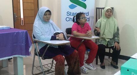 Standard Chartered Gelar Pelatihan Guru Tangani Gangguan Penglihatan Anak