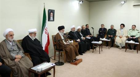 Al-Khameini Perintahkan Pejabat Iran Lanjutkan Bantu Korban Gempa