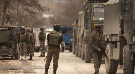 Militan Kashmir Baku Tembak dengan Tentara India
