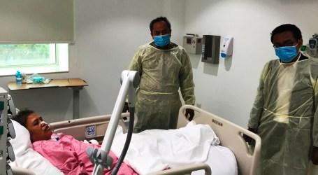 Tim Yanlin KJRI Jeddah Jenguk Pasien Jamaah Haji Dirawat di RS