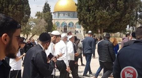 Ratusan Pemukim Yahudi Serbu Al-Aqsa