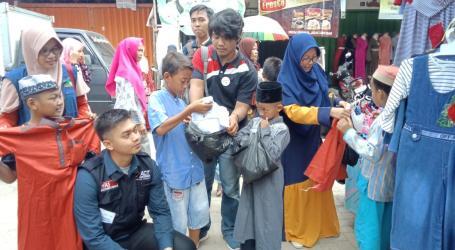 Komunitas Ruang Sosial Beri Hadiah Baju Lebaran untuk Anak Pesisir