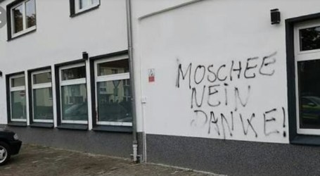 Tiga Masjid di Jerman Alami Serangan Batu, Vandalis