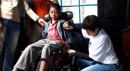 100 Anak Penderita Cerebral Palsy di Aceh Dapat Kursi Roda