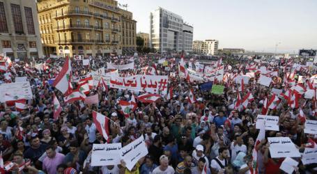 Warga Lebanon Rayakan Mundurnya Saad Hariri