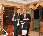 Foto Menlu Israel Bersama Ronaldo Tuai Banyak Kritik
