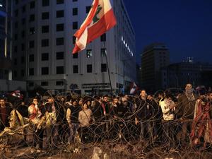 Demonstran Lebanon Peringati 100 Hari Protes